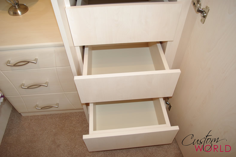 Made to measure internal drawers