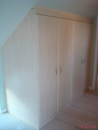 Built in wardrobe to fit a small space