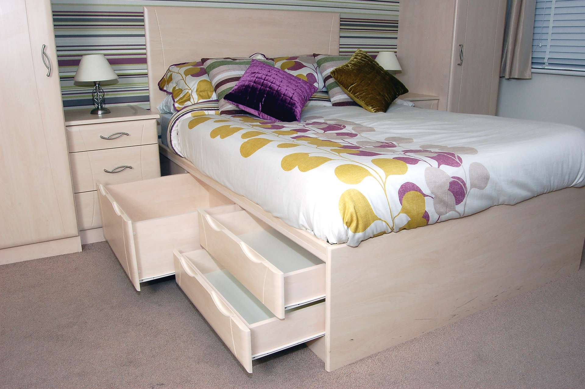 Made to measure bed with storage drawers